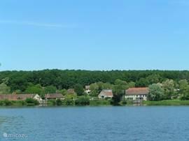 Etang de Troncias - Meer langs alle meren mooie wandelroutes, en bij twee meren ook een strandje om te zwemmen en te zon