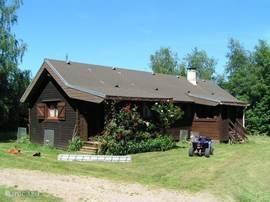 Het huis met naast de tuin nog een grote fruitboomgaard en klein groentetuintje waaruit U de oogst mag plukken.