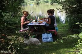 Laat je verwennen aan ons meer en bestel een heerlijk verzorgde picknick! Je hoeft alleen naar het meer te lopen en aan te schuiven!