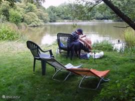 Vissen in ons charmante meertje of bij étang de Pirot, 5 min. bij ons vandaan.