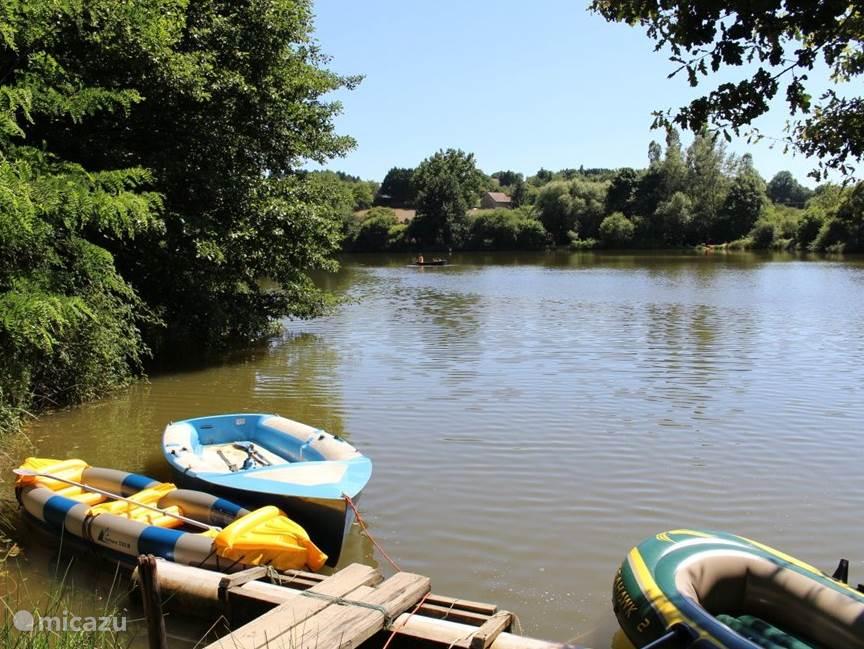 Het meer van Soulisse, ligt op het eigen terrein, zo'n 5 minuutjes naar beneden lopen vanaf de het huisje.