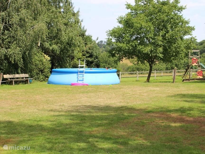 Het zwembad op de camping, voor iedereen te gebruiken.