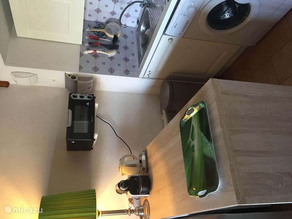keuken met oven, inductie, nespresso etc