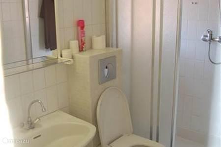 Appartement port grimaud in port grimaud c te d azur frankrijk huren - Betegelde ensuite marmeren badkamers ...