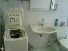 2e badkamer (douche) + wasmachine