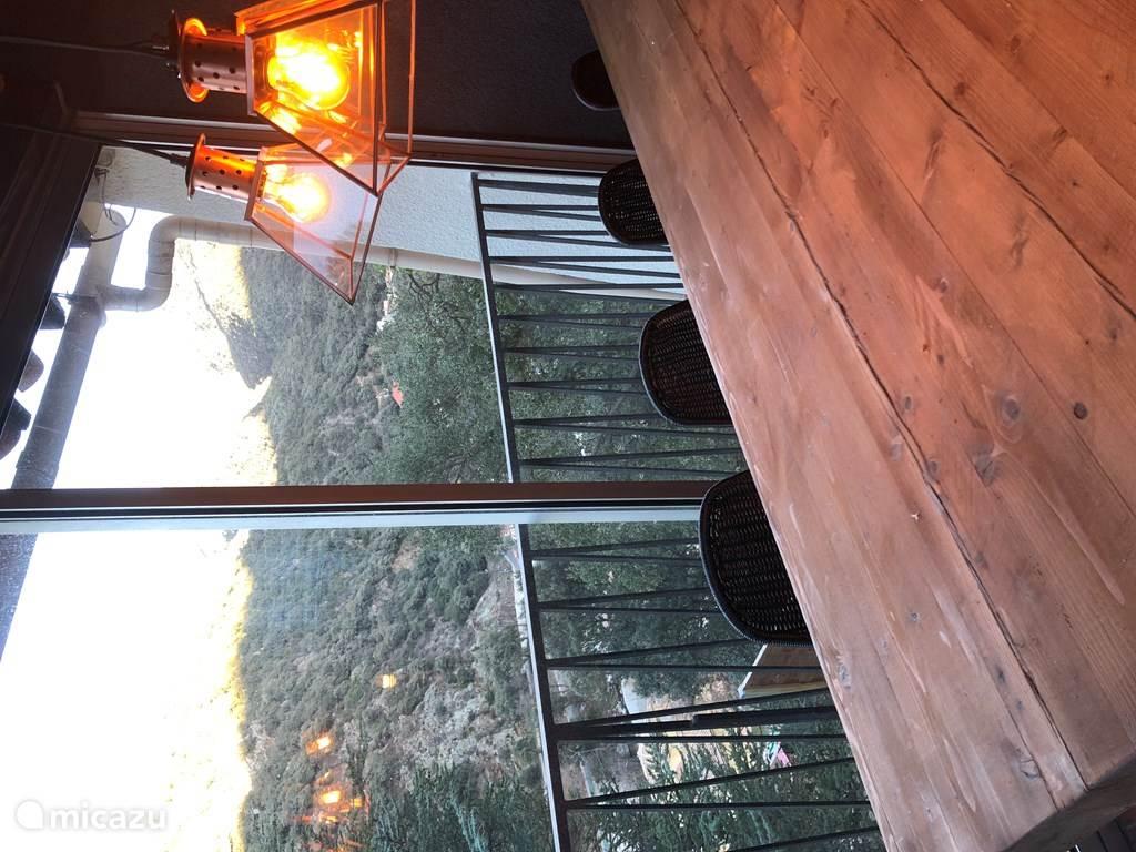 Eetkamer met schitterend uitzicht op de vallei.