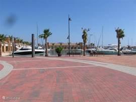 Boulevard Puerto Mazerron met Jacht haven