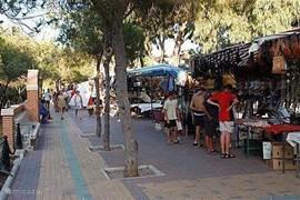 Gezellige avondmarkt (voorjaar en zomermaanden)