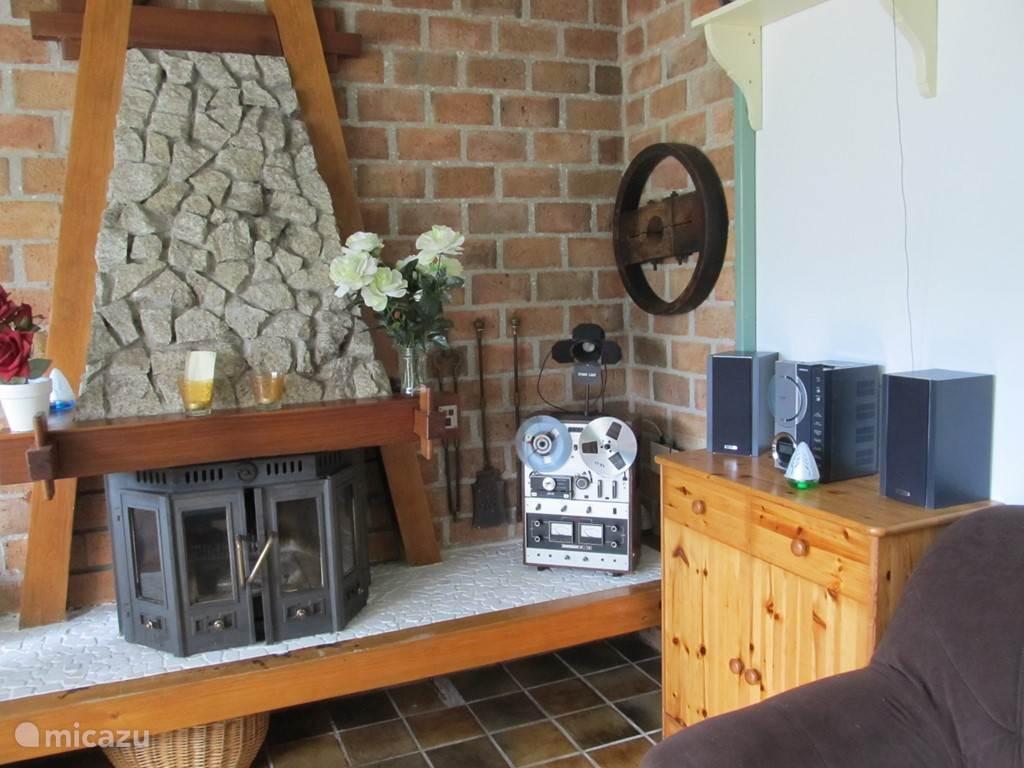 Sfeervolle verwarming met deze houtkachel. Kan gestookt worden met open deuren, zodat het gelijk een open haard is.