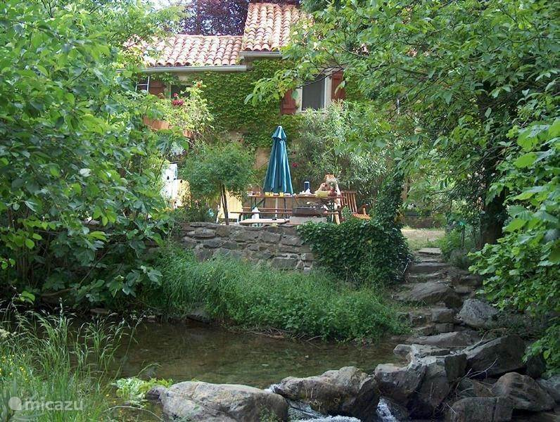 Vacation rental France, Languedoc-Roussillon, Saint-Martial bungalow Le Moulin