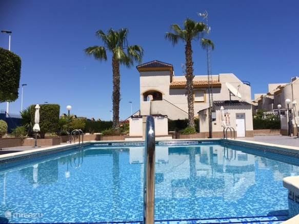 Vakantiehuis Spanje, Costa Blanca, Torrevieja geschakelde woning Residencial Pueblo Centro