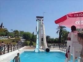 Het waterparadijs Aquapolis. Gezelligheid voor jong en oud. Tijdens de zomervakanties 7 dagen p.w. Geopend!