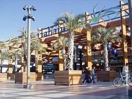 Vooraanzicht winkelcentrum Habaneras.