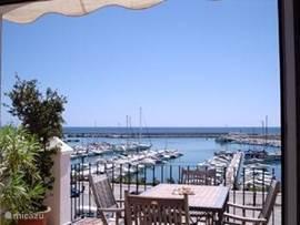 uitzicht over de jachthaven vanaf het terras