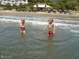 ´t strand Playa del Cristo vlakbij het huis, speciaal geschikt voor kinderen omdat ´t een langzame overgang heeft naar dieper water.