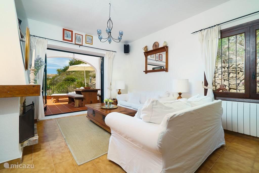 De gezellige en comfortabel ingerichte woonkamer.