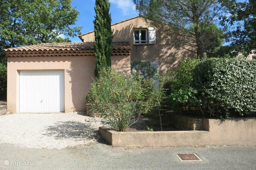 Le Tourdion vooraanzicht met garage