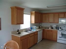 De volledig ingerichte keuken, met meer gemak en ruimte dan thuis