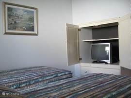 (Kinder)slaapkamer, natuurlijk met tv