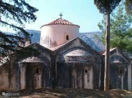In Kritsa is the Byzantine chapel, the Panagia Kera with beautiful frescoes. (Photo May 2004)