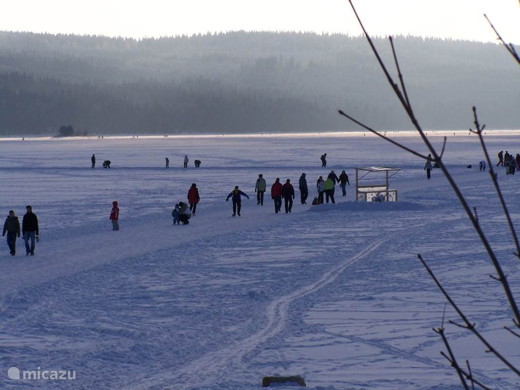 Wanneeer Lipnomeer is frozen as quickly as possible built a rink between Lipno and Frymburk. The total length of the web is about 14 km.