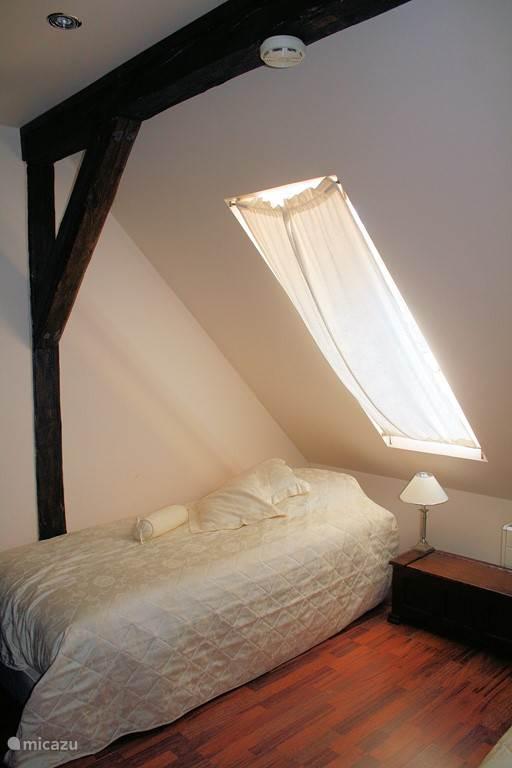 Slaapkamer(4) met twee fijne Boxspring bedden welke te koppelen zijn tot tweepersoonsbed.