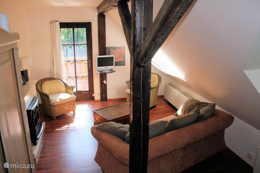 Slaapkamer (5) (extra optie) De Masterroom heeft een eigen zit hoek met sfeer haard relax stoel en zelfs een heerlijke wegzak bank erin.