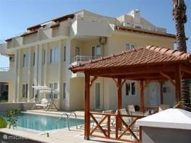 Villa Belek Resort!  Een schitterende villa, van alle luxe voorzien,  INCLUSIEF EIGEN ZWEMBAD,3 slaapkamers 2 badkamers, schitterende tuin, Puur genieten, samen met familie,vrienden of golfers.