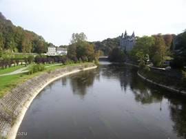 Dit is de Ourte bij Durbuy, Durbuy is het kleinste stadje van belgie. met zijn gastronomie en hele leuke winkeltjes en vooral zijn vele terrassjes is Durbuy een stadje want je beslist gezien moet hebben. Er is een mooi Topiaris park met geknipte bucsus boompjes verder een mooi kasteel een bierbrou