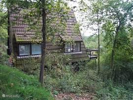 Gezellige 5 pers. bungalow op een Ned. park 48 km vanaf Luik.Ook ideaal voor gezinnen met  kinderen. Ontbijtservice aanwezig. NIEUW gratis internetten in de bungalow. KERSTMARKT DURBUY 28 NOV TOT 2 JAN. langlauffen en skieen in barac de fateurre