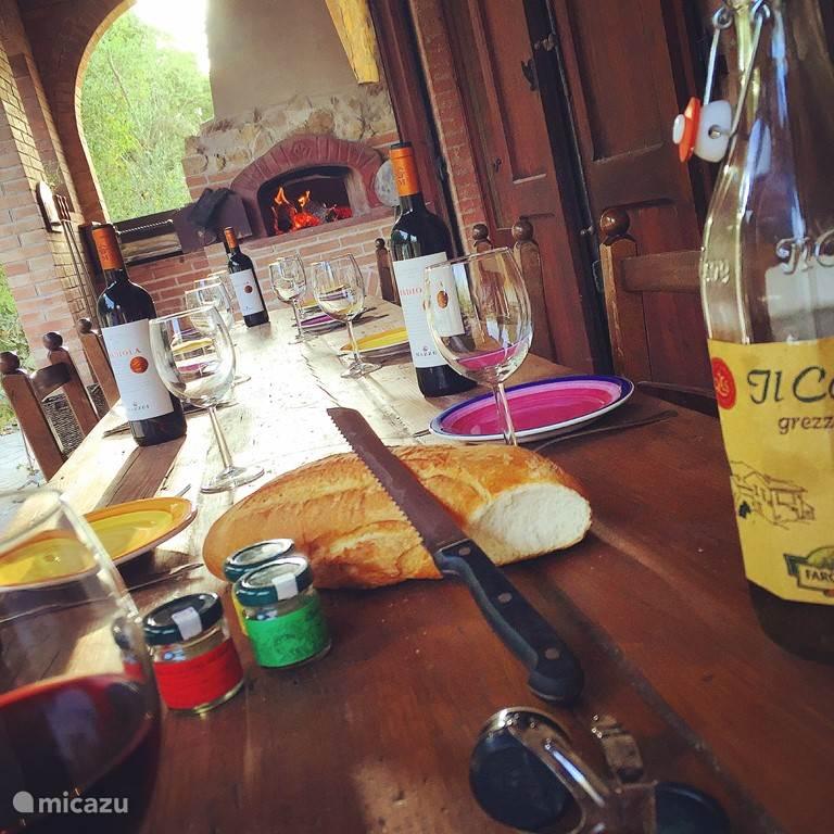 Toscaans tafelen met lokale wijn