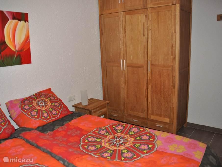 slaapkamer 1, 2 persoonsbed, linnenkast, vloerverwarming
