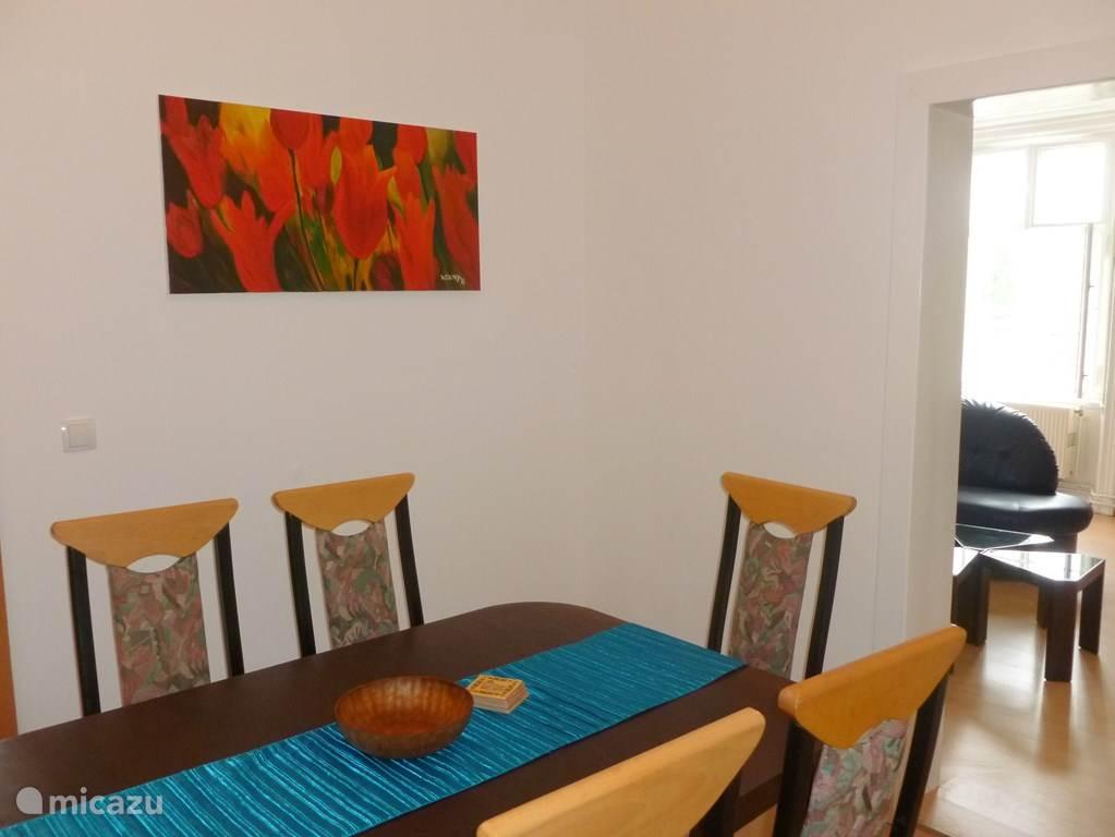 Dining in een der grotere appartementen