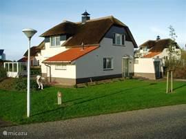 villa dune villa beach residence in makkum friesland niederlande mieten micazu. Black Bedroom Furniture Sets. Home Design Ideas