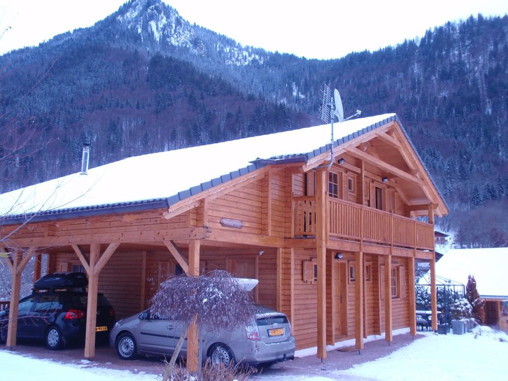 Last minute voor de week van 4 tot 11 februari 2017. Luxe chalet voor 12 personen: 5 slaapkamers met elk een eigen douche. sauna, 650 km piste.