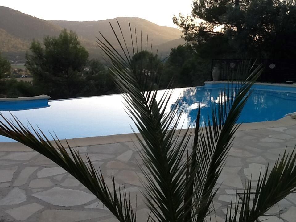 10% korting! Grijp uw kans! Geniet een week in de Provence. 25 km van de kust! Er is van alles te doen of gewoon heerlijk relaxen!