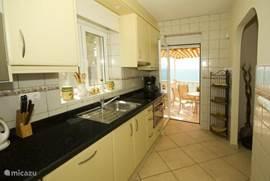 Keuken met toegang tot een schitterend terras met uitzicht
