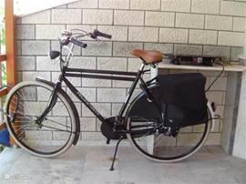 Vanuit Nederland verstuurd, de nieuwe Opa fiets met 4 versnellingen en fietstassen. Zet hem aub goed op slot.