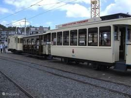 Onder de titel Tram des Tijds kunt u in de zomerweekenden voor slechts € 2,-- p.p. een tripje maken met een echte oude tram naar Adinkerke en terug. Een groep enthousiastelingen heeft een aantal oude trams gerestaureerd en biedt u de gelegenheid om eens zo'n nostalgisch reisje te maken.