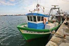 M.S. CARLOS kleinste boot van de vissersvloot van Sant Carles.