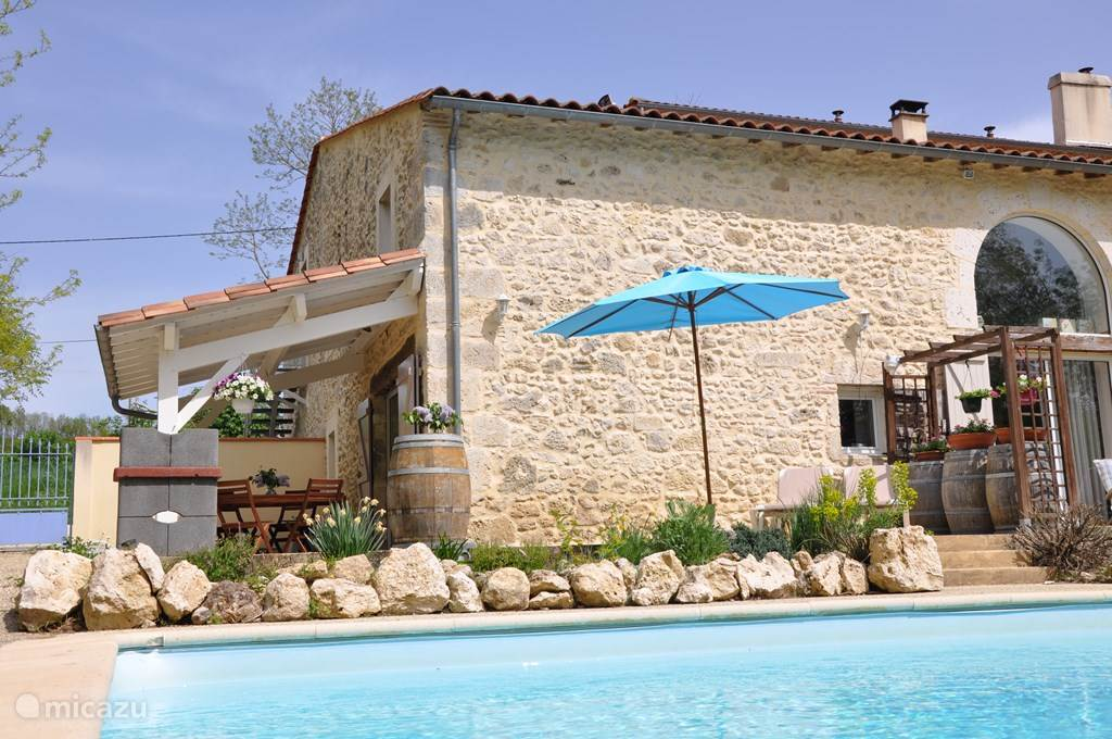 Holiday Lencouet, with 3 bedrooms and 2 bathrooms with shower. Heated swimming pool from April to October.