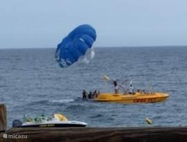 volop vertier aan het strand: parasailing, bananenboot of raceboot. Een ander strand is weer een oase van rust. Alles binnen 5-10 minuten van Casa Adriana