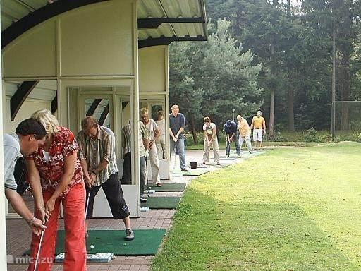 18 holes golfbaan met driving range