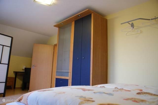 Grote blauwe kamer.