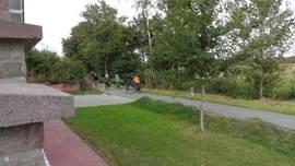 Veel fiets liefhebbers nemen deze prachtige route langs ons huis.