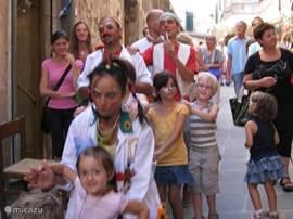 Sorano, zomerfeest met animatie voor kinderen, kunstmarkt en eten.