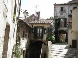 Gezellige straatjes van Sorano.