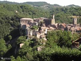 Sorano, vanuit San Rocco, te bereiken via de Via Cava.