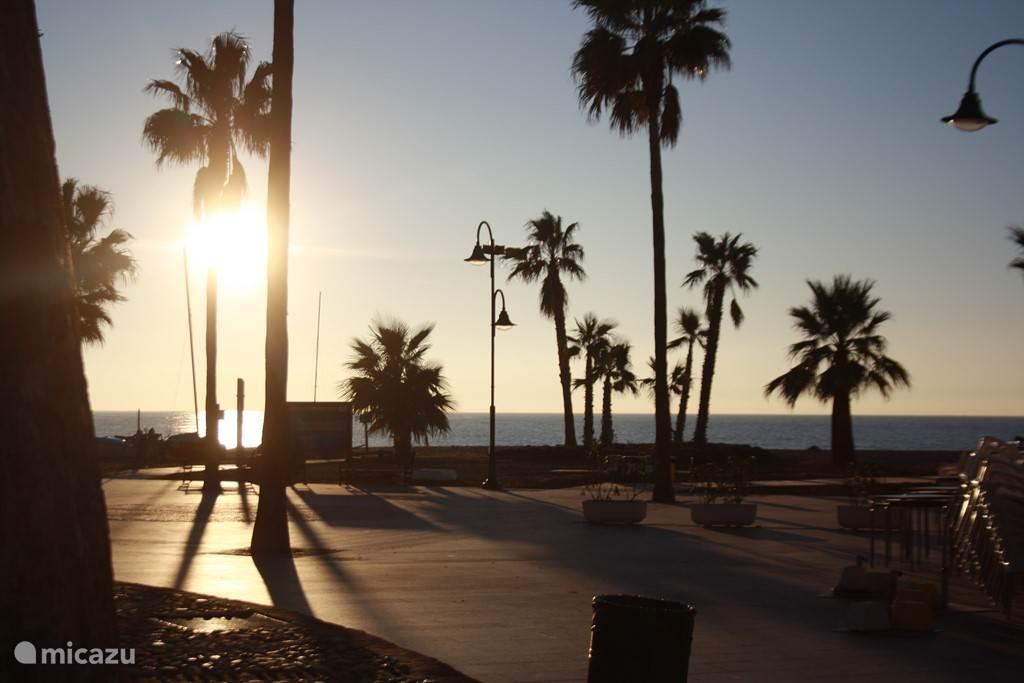 -Het strand van Cala de Mijas op ongeveer 10 minuten rijden vanaf het complex.
