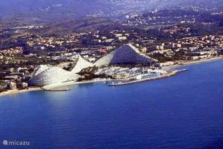 Rent appartement amiral in villeneuve loubet french for Piscine marina baie des anges